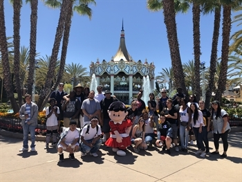 CJCJ youth, mentors, and staff pose altogether at the entrance to California's Great America.